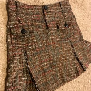Super cute winter tweed, lined skirt with buttons